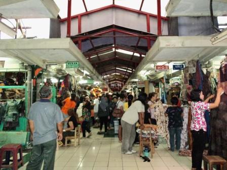 wisata-belanja-di-pasar-beringharjo-yogyakarta