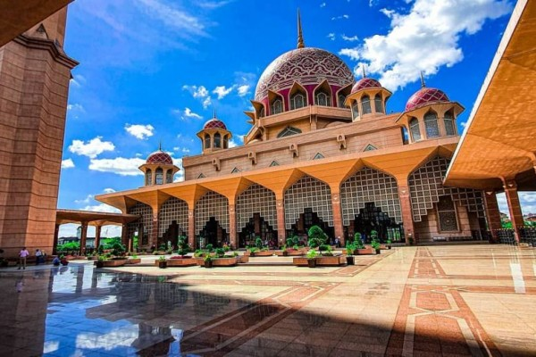 Wisata Religi Masjid Putrajaya - Tempat Wisata di Kuala Lumpur