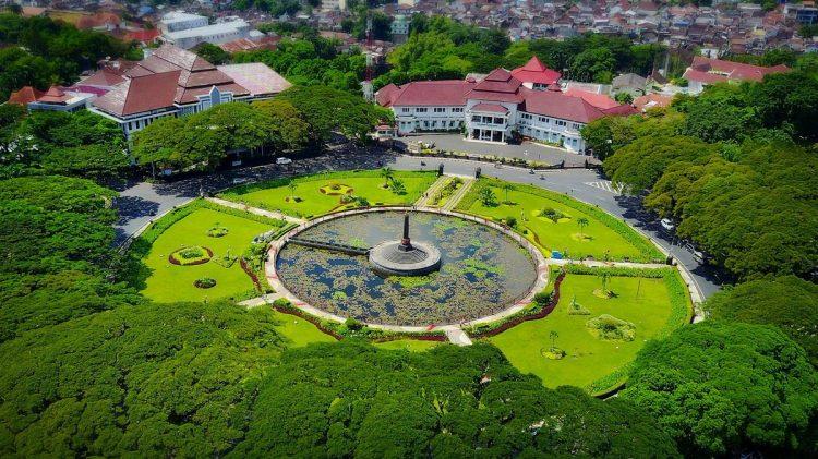 Alun-Alun Tugu Malang via Goog News From Indonesia