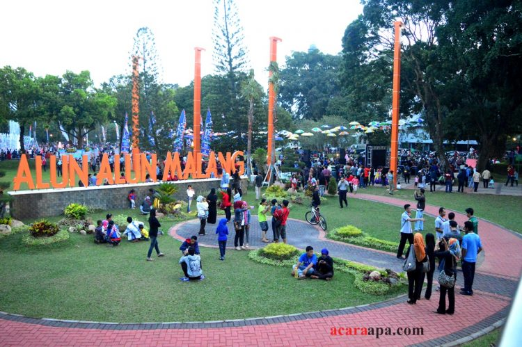 Alun-alun kota Malang via Acaraapa