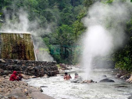 Berendam di Pemandian air panas Cisolok Sukabumi