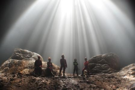 Berwisata ke Cahaya Surga di Gua Jomblang