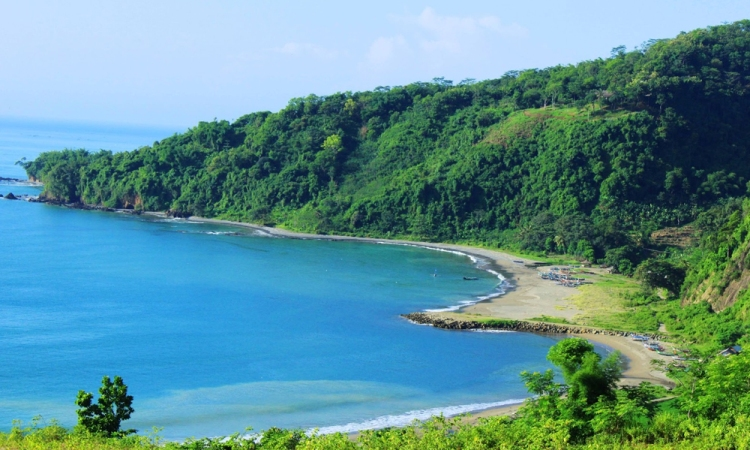 Berwisata ke Pantai Ombak Tujuh Sukabumi