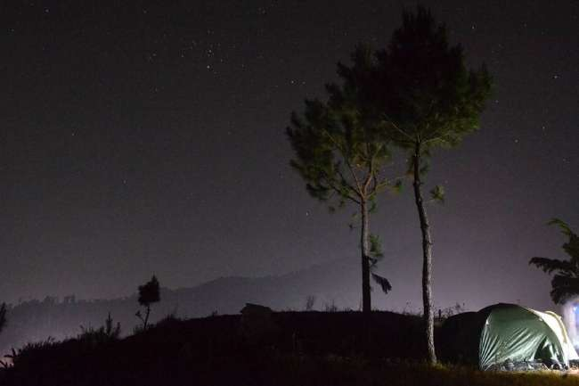 Camping Sambil Melihat Indahnya Kerlipan Cahaya Di Bukit Bintang Guci