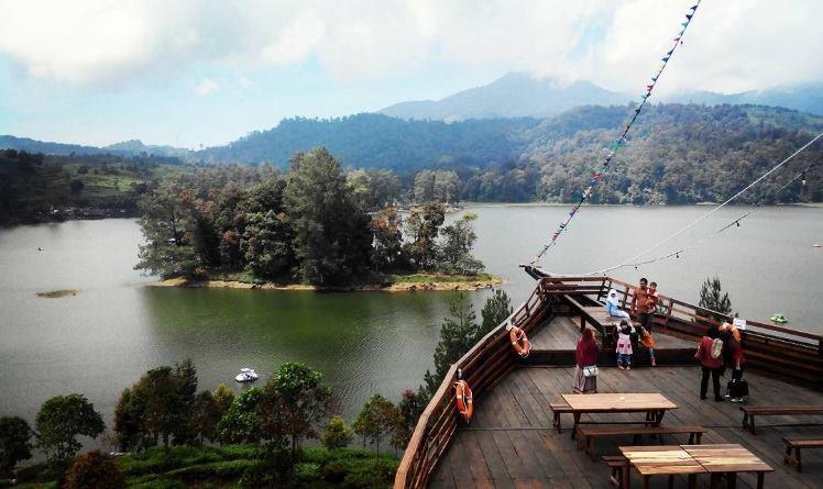 Danau Situ Patenggang di Bandung