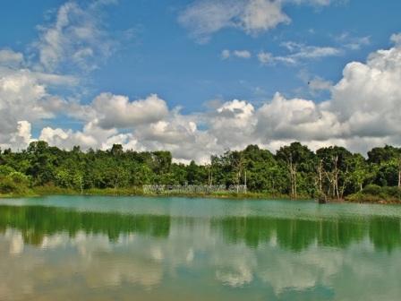 Danau 'cermin' Manggar Balikpapan