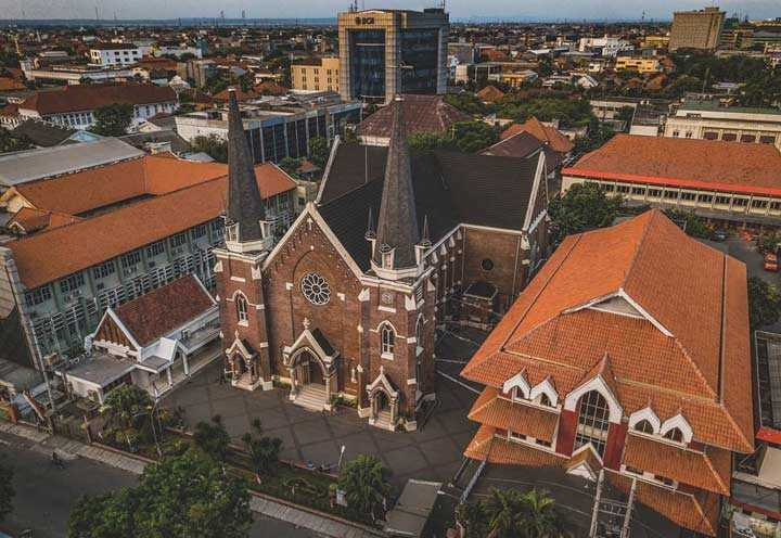 Gereja Kepanjen Surabaya via Surabaya Roll Cake