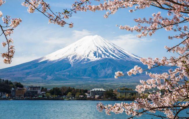 Gunung Fuji via Shutterstock