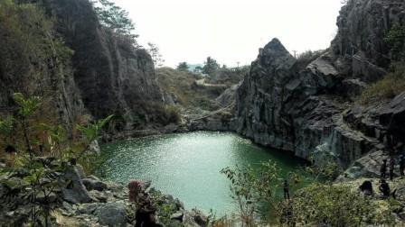 Melihat keindahan danau batu bacan Sukabumi