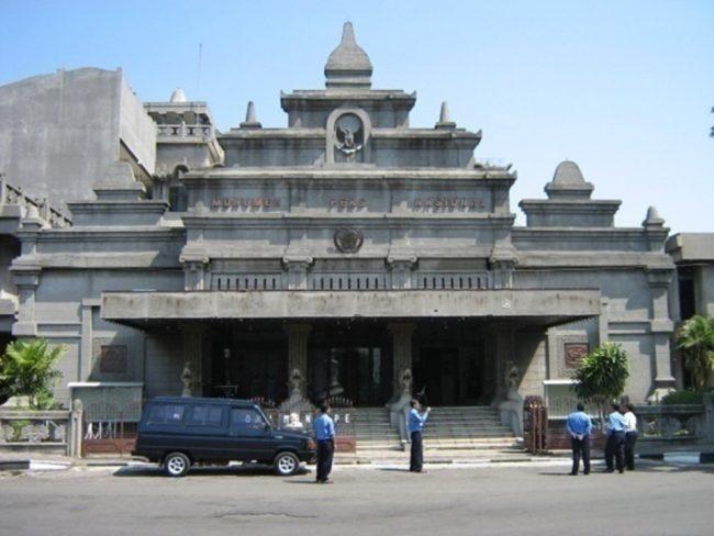 Monumen Pers via Kemdikbud