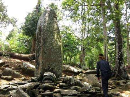 Objek Wisata Megalitik Cengkuk Sukabumi
