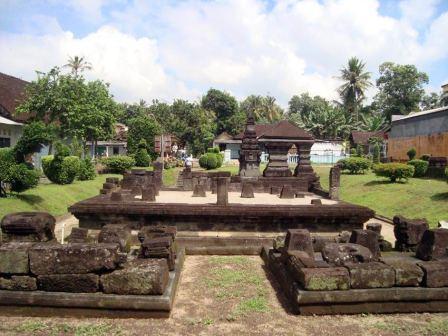 Objek Wisata Sejarah Candi Kotes