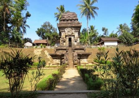 Objek Wisata Sejarah Candi Sawentar