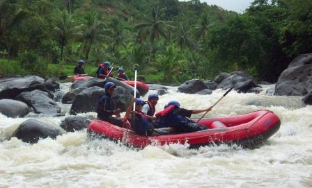 Objek Wisata Sungai Citarik Sukabumi