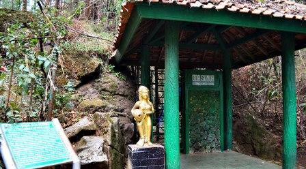 Obyek Wisata Gua Semar Dieng