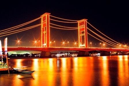 Obyek Wisata Jembatan Ampera dan Sungai Musi di Palembang