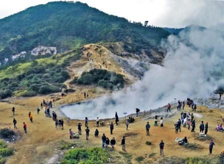 Obyek Wisata Kawah Sikidang di Dieng