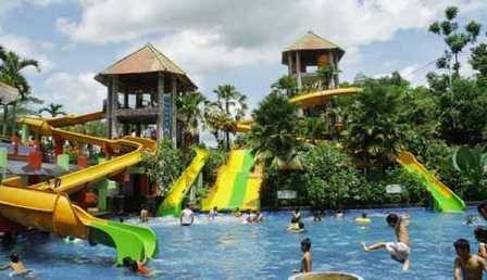 Obyek Wisata Keluarga Tiara Waterpark di Jember