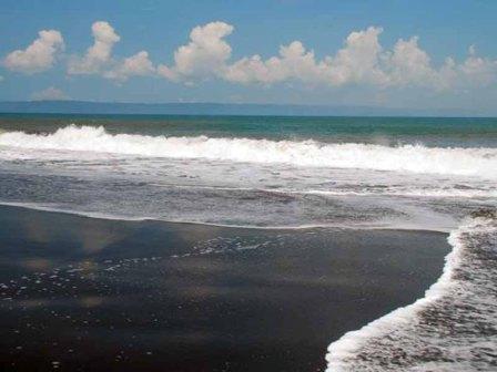 Obyek Wisata Pantai Paseban di Jember