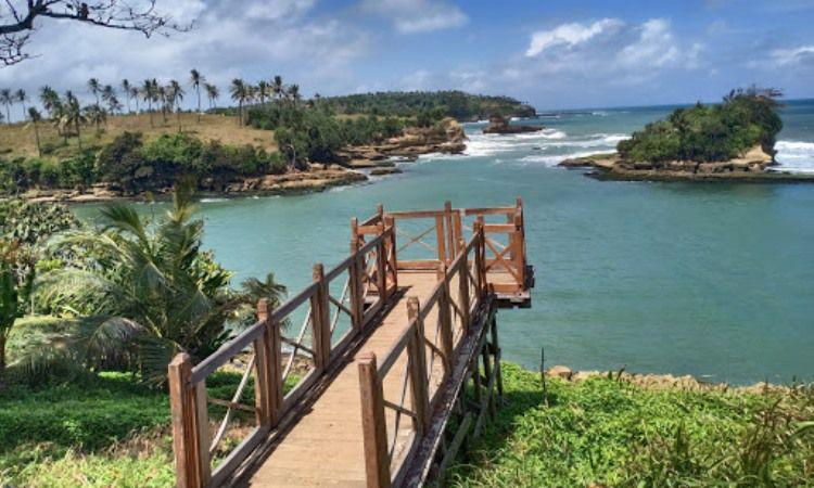 Pantai Amanda Ratu via Google Maps