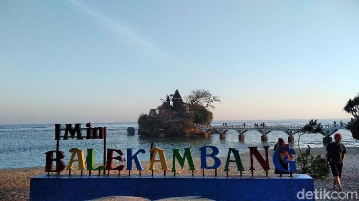 Pantai Balekambang Malang via Detik