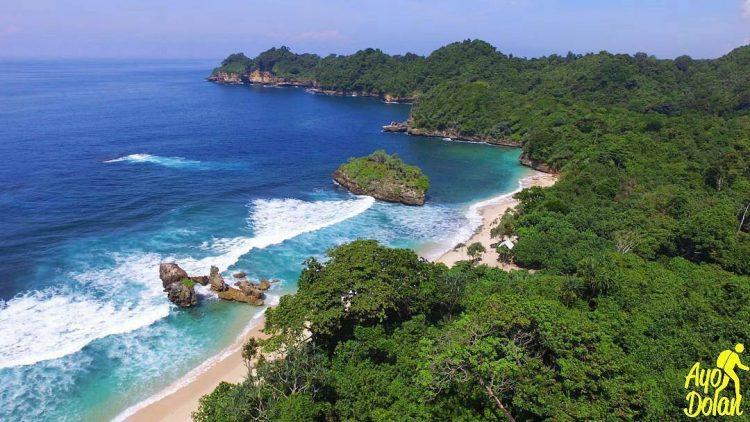Pantai Banyu Meneng via Ig @ayodolan