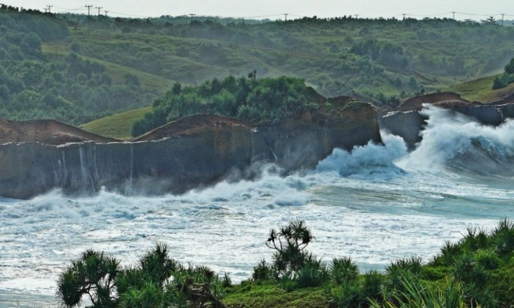 Pantai Cicaladi via Zonabikers
