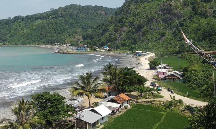 Pantai Cikembang Sukabumi via Ig @mypalabuhanratu