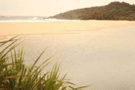 Pantai Cipanarikan Sukabumi