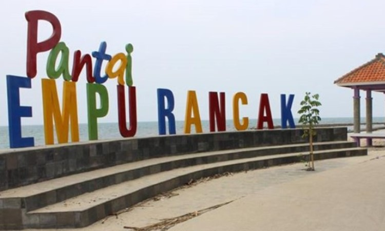 Pantai Empu Rancak via Wikipedia