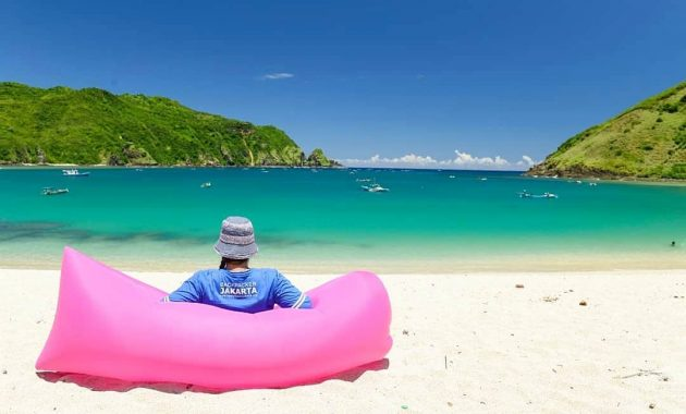 Pantai Mawun via IG @fabe_shinta