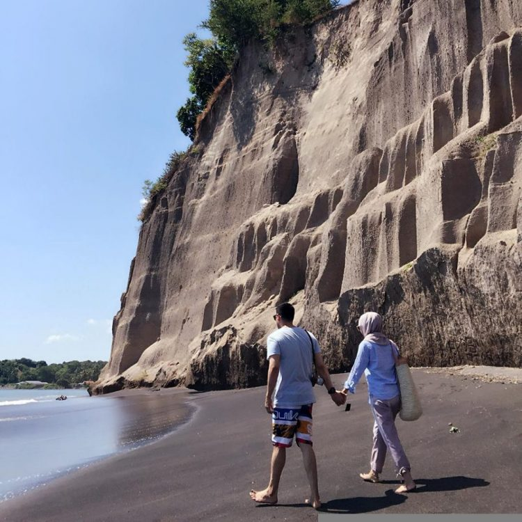Pantai Tebing via Gadiza Lombok