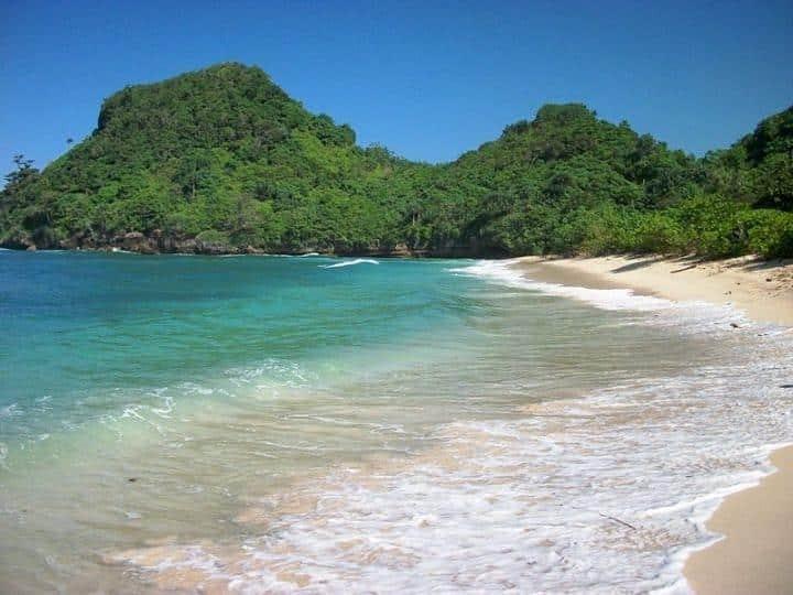 Pantai Tomen via IG @whiempy