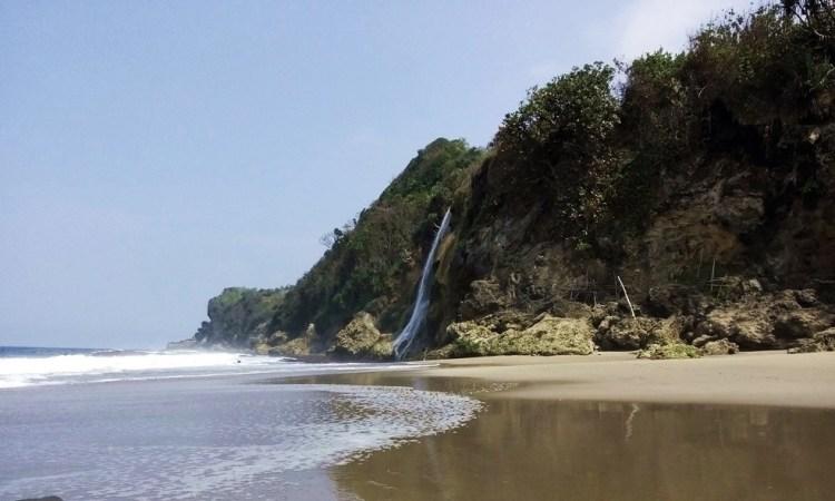 Pantai Umbul Waru via Travellersblitar