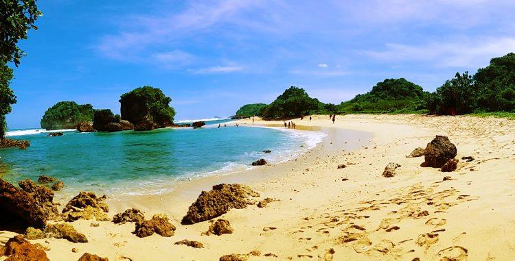 Pantai Watu Leter