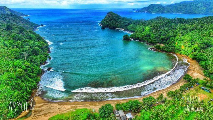 Pantai Wedi Awu via Aryoe&