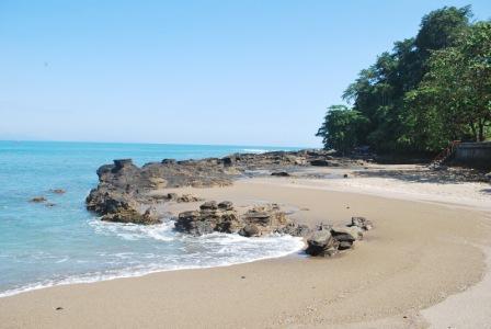 Rekreasi ke Pantai Karang Hawu Sukabumi