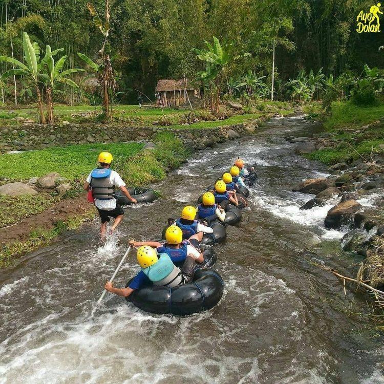 River Tubing di Sungai Amprong via IG @ayodolan