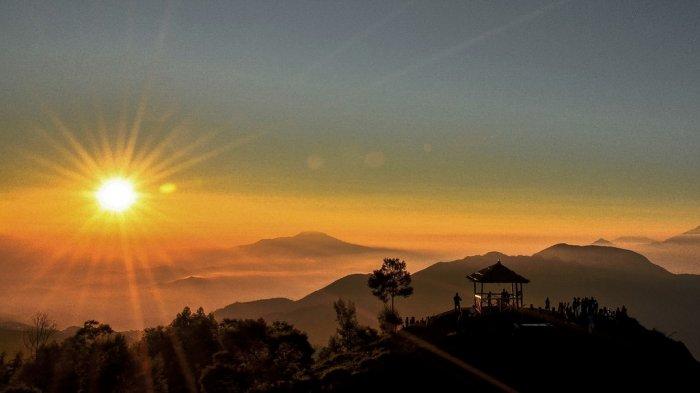 Sunrise Bukit Sikunir Dieng via Tribun Travel