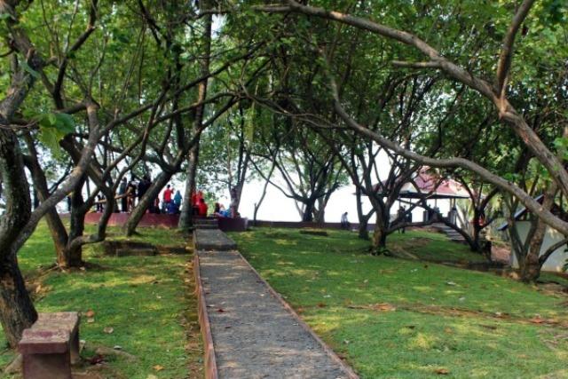 Taman Siti Nurbaya atau Taman Gunung Padang - tempat wisata di Padang