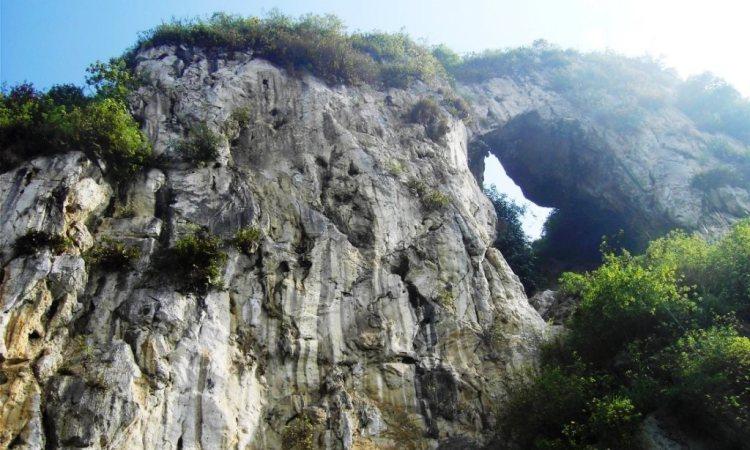Tebing Citatah via Penjelajah