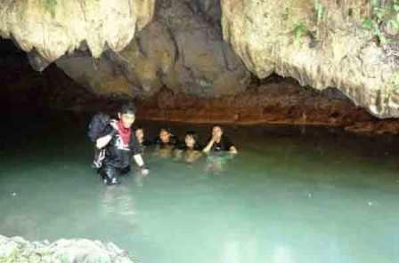 Wisata Alam Goa Embultuk