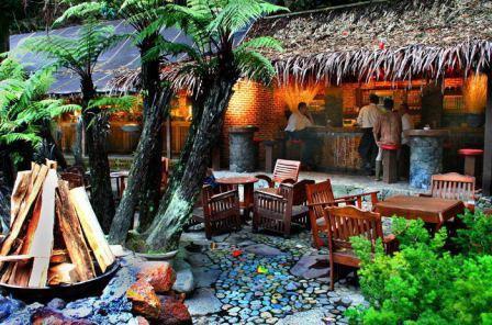 Tempat Wisata Kuliner Kampung Daun di Lembang