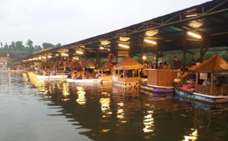 Tempat Wisata Kuliner Unik Floating Market Lembang