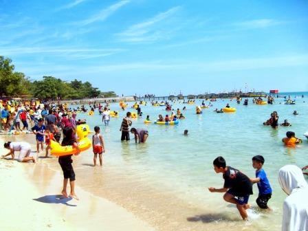 Tempat Wisata Pantai Bandengan (Pantai Tirto Samudro) Jepara