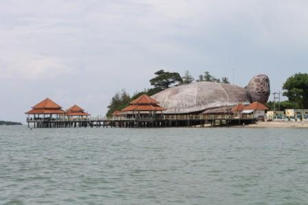 Tempat Wisata Pantai Kartini di Jepara