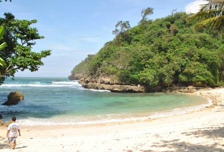 Tempat Wisata Pantai Ngliyep nan Indah di Malang