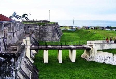 Tempat Wisata Sejarah Benteng Marlborough Bengkulu