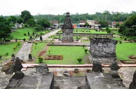 Wisata Sejarah Candi Penataran