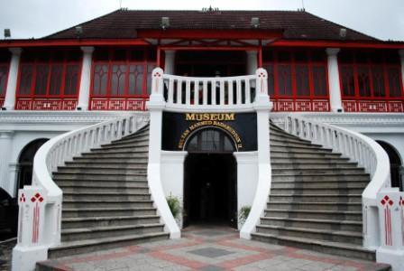 Tempat Wisata Sejarah Museum Sultan Mahmud Badaruddin II Palembang